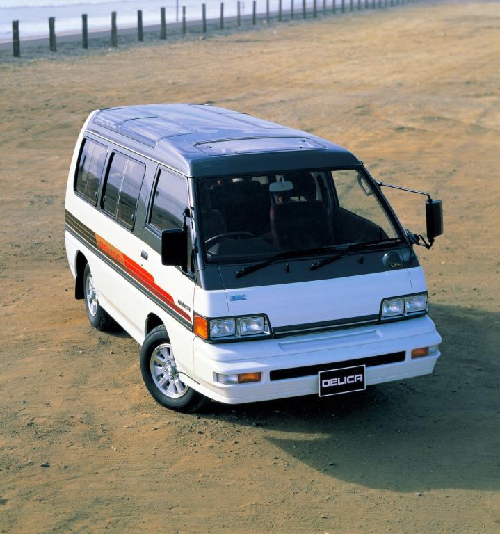 mitsubishi_delica_star_wagon_12.jpg