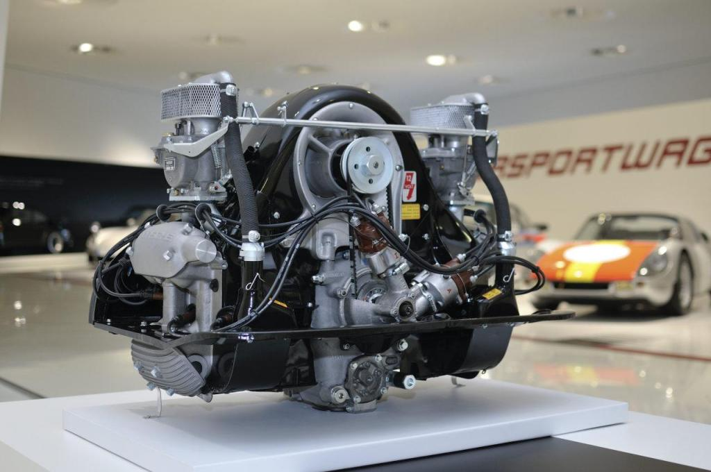 1953 Porsche 4-Cam Type 547 Engine.jpg
