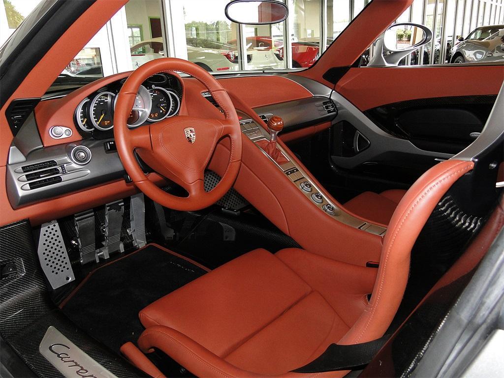 Салон Carrera GT.jpg