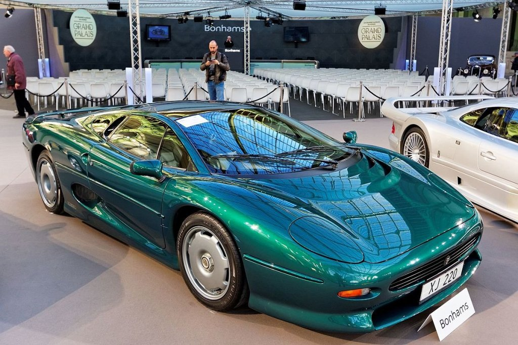 Paris_-_Bonhams_2016_-_Jaguar_XJ220_coupé_-_1992_-_001.jpg