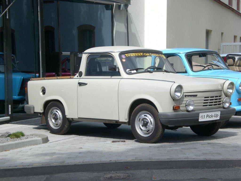 trabant_1dot1_group-pickup_001.jpg