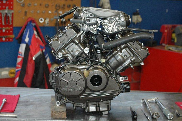 wp-01-Motorräder-VFR-750R-RC30_06.jpg