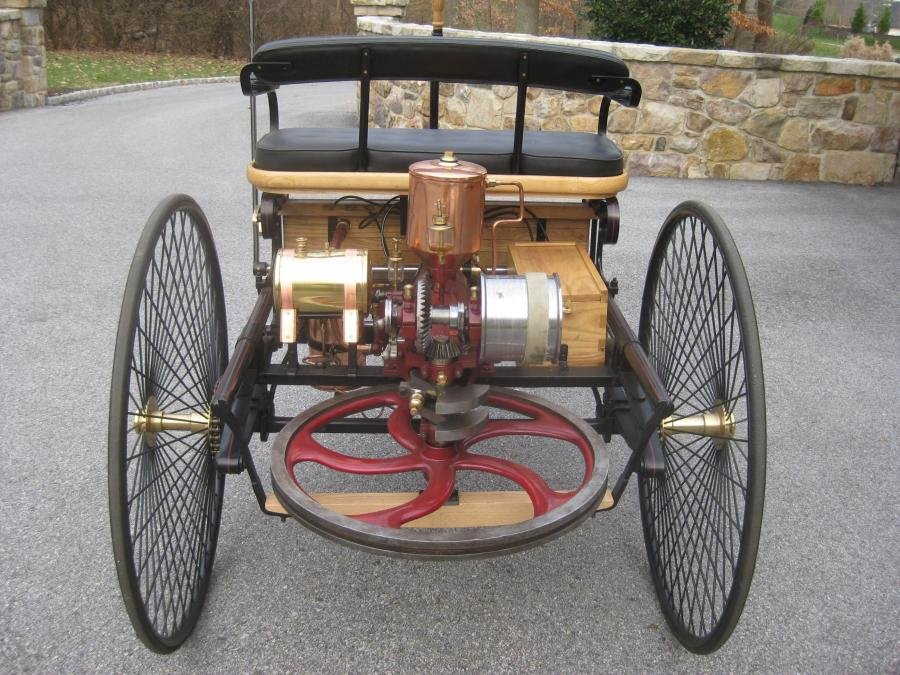 1886 Benz Patent Motorwagen Replica 014.jpg
